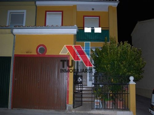 Casa / Chalet adosado En Alquiler