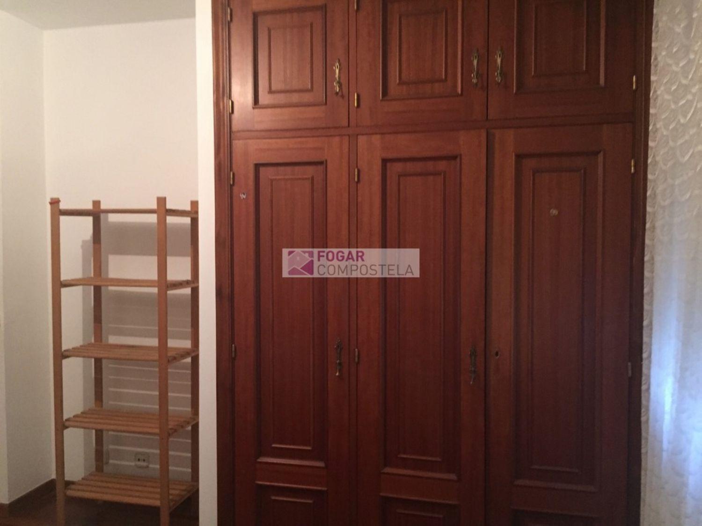 Piso en alquiler en calle Castiñeiriño, Santiago de Compostela - 358105316