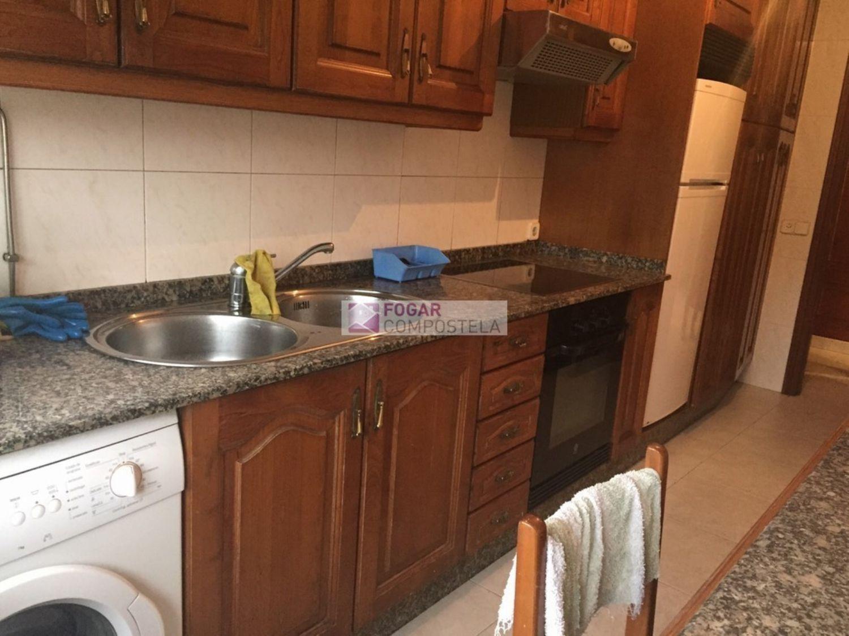 Piso en alquiler en calle Castiñeiriño, Santiago de Compostela - 358105346
