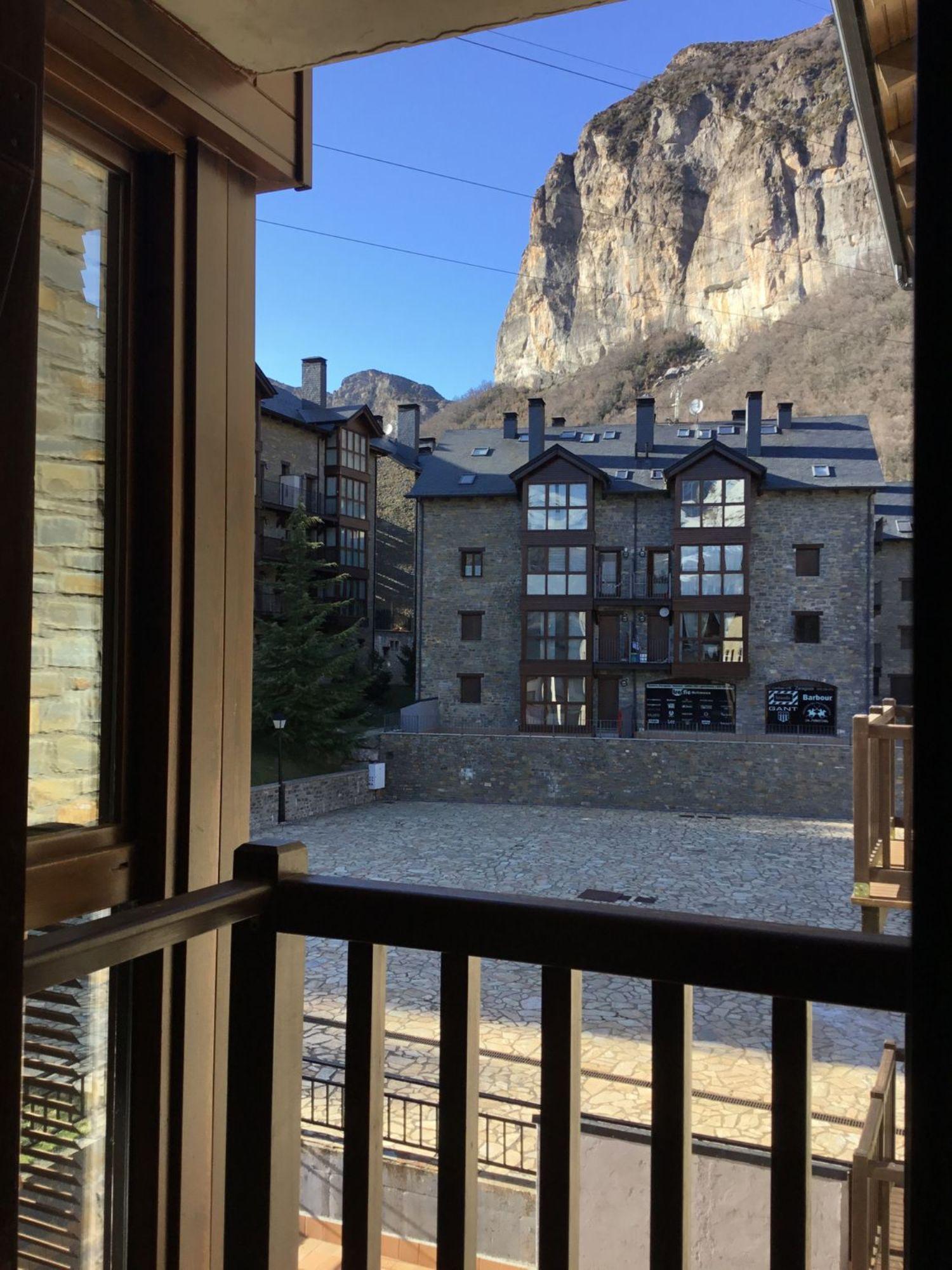 pisos en escarrilla · area-de-sallent-de-gallego 190000€