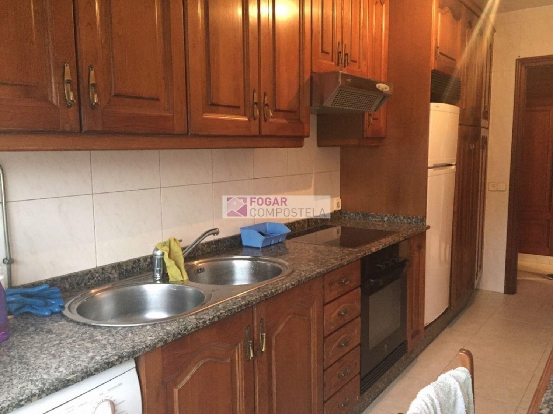 Piso en alquiler en calle Castiñeiriño, Santiago de Compostela - 358105343