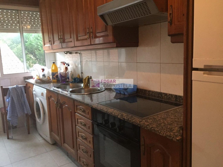 Piso en alquiler en calle Castiñeiriño, Santiago de Compostela - 358105340