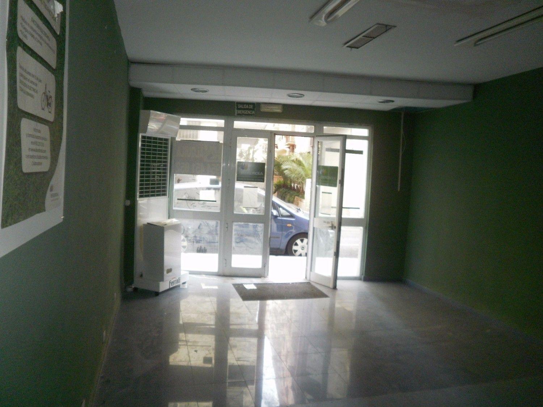 Local comercial en alquiler en Los Remedios en Sevilla - 359443794