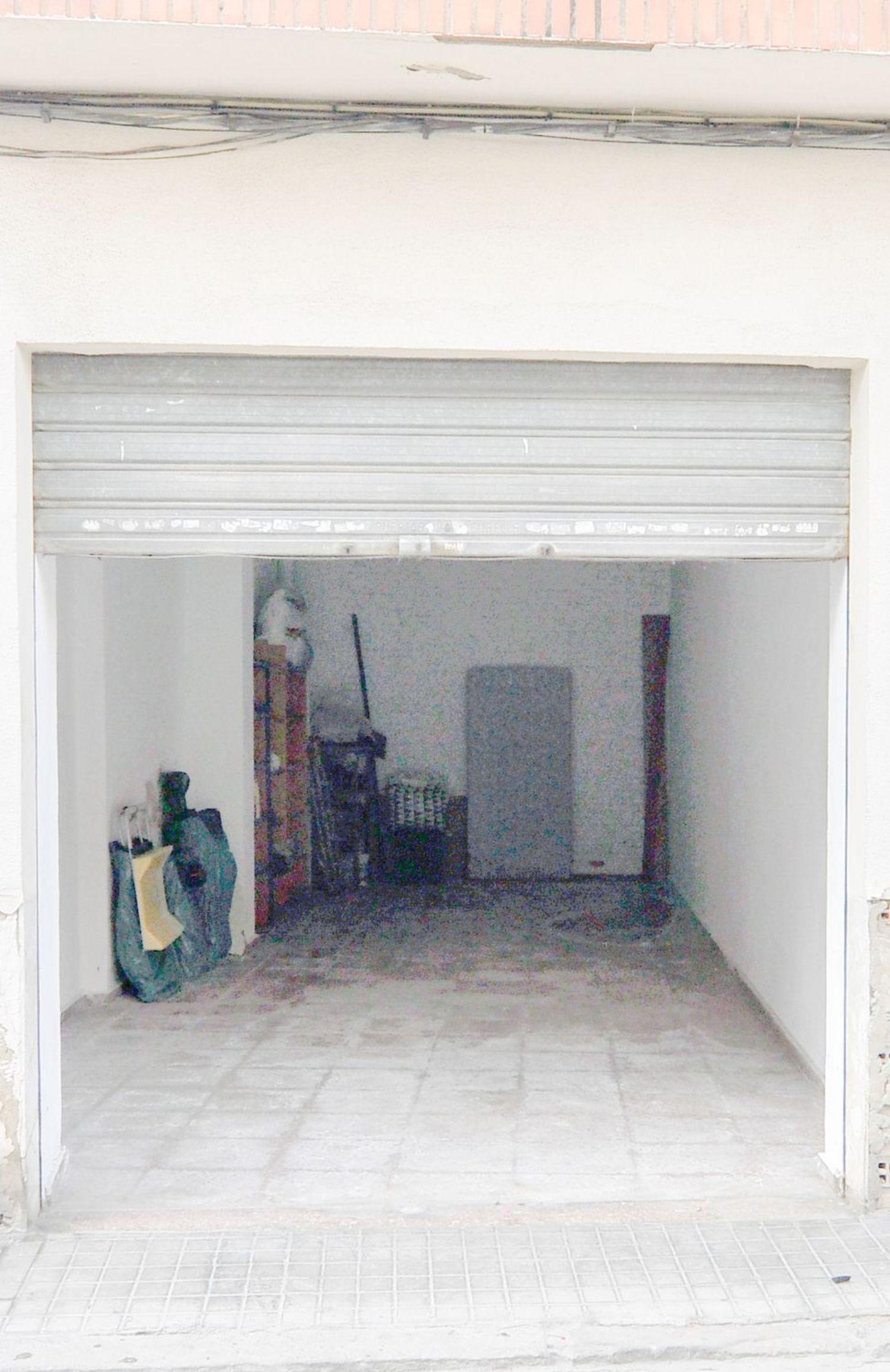 https://img3.idealista.com/blur/HOME_WI_1500/0/id.pro.es.image.master/d1/37/75/211860910.jpg
