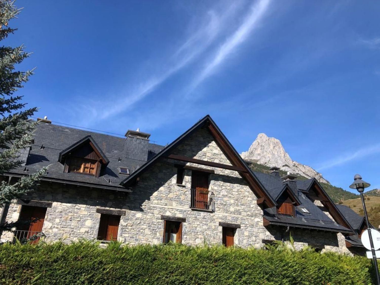 casa en sallent-de-gallego · area-de-sallent-de-gallego 625000€