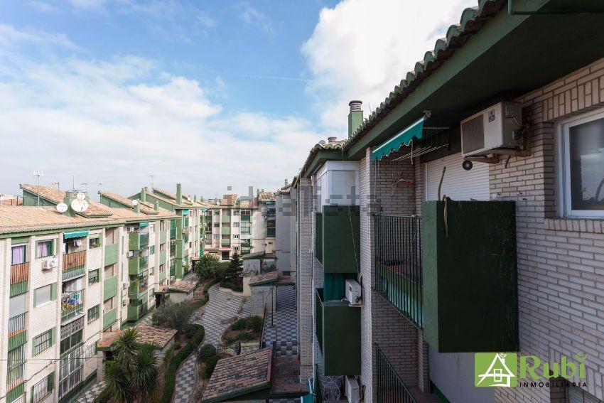 Piso en calle Matilde de la Torre, Parque Nueva Granada, Granada