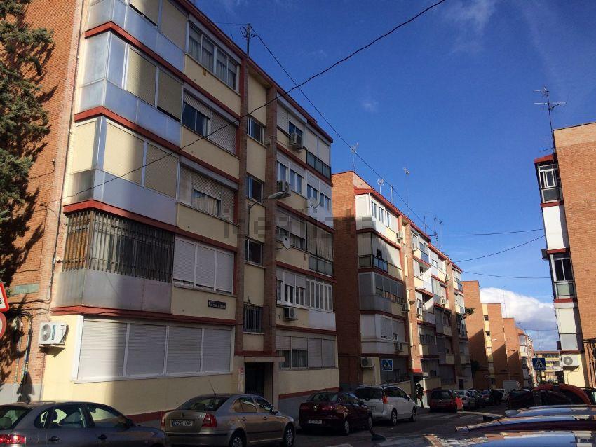 Piso en calle san pedro de cardeña, Apóstol Santiago, Madrid