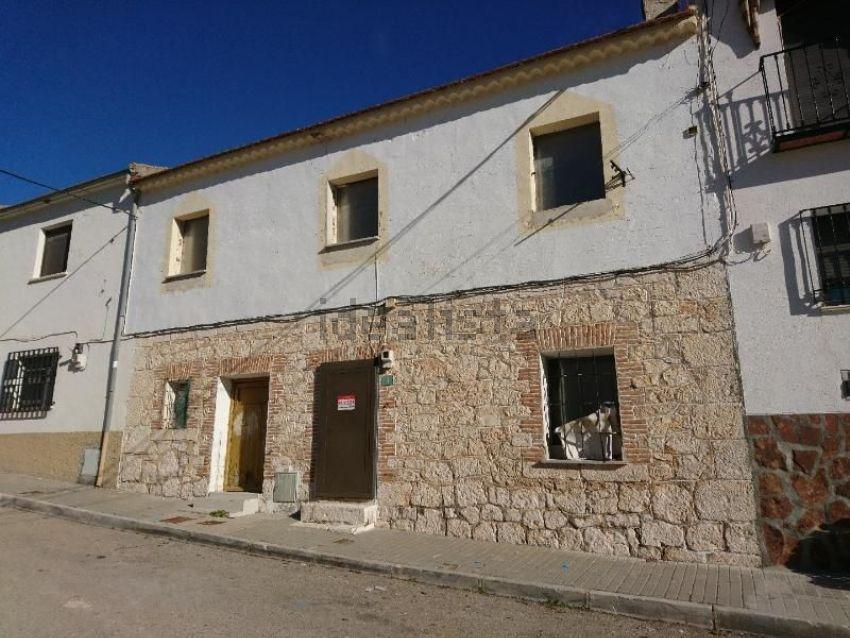 Chalet pareado en calle de Alcalá, 7, Valverde de Alcala