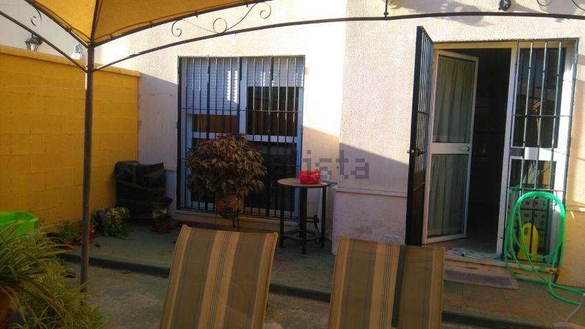 Chalet adosado en calle Adelfa, 4, Benacazon