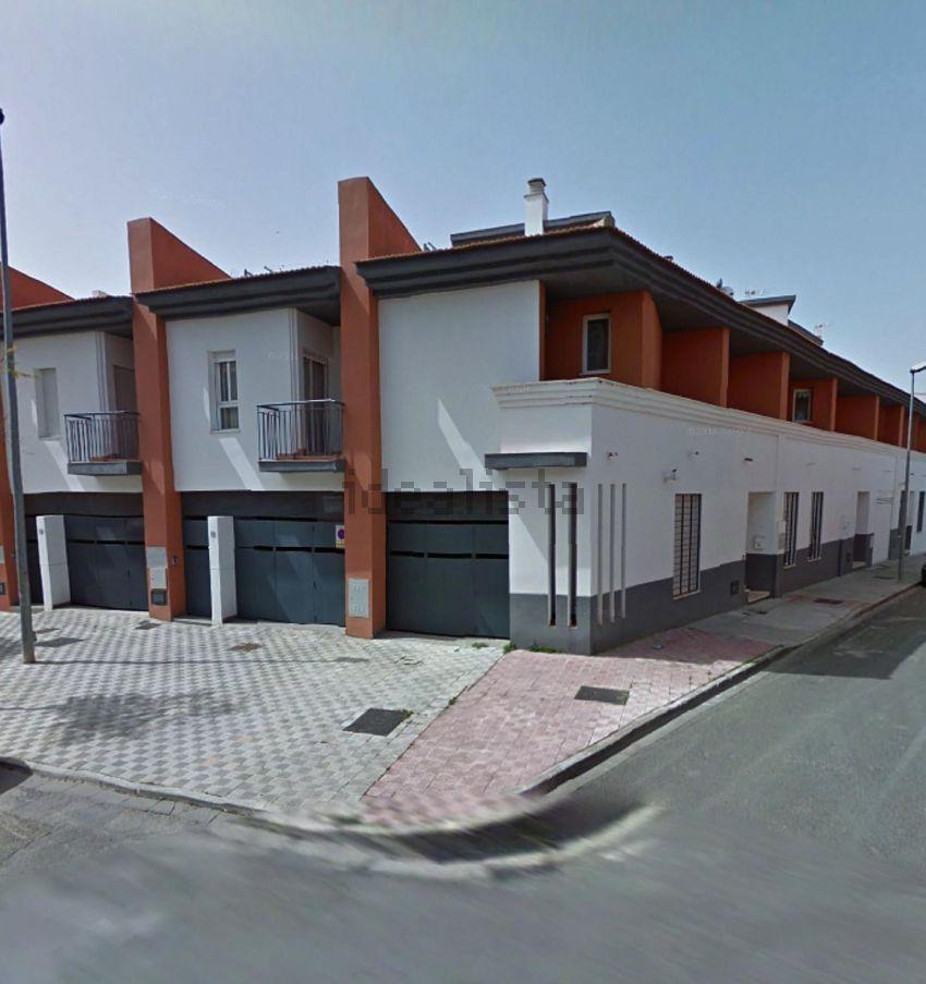Chalet adosado en calle Camilo José Cela, Los Palacios y Villafranca
