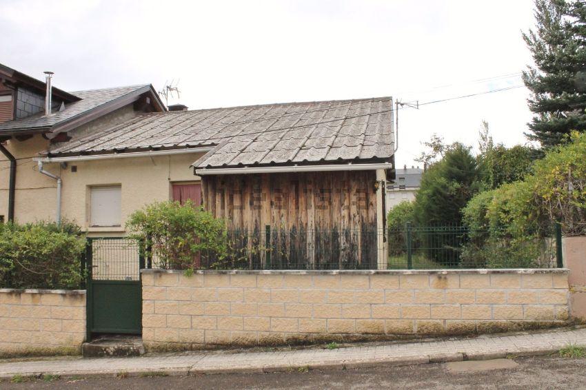 Chalet pareado en calle Galán Bergua, Villanúa