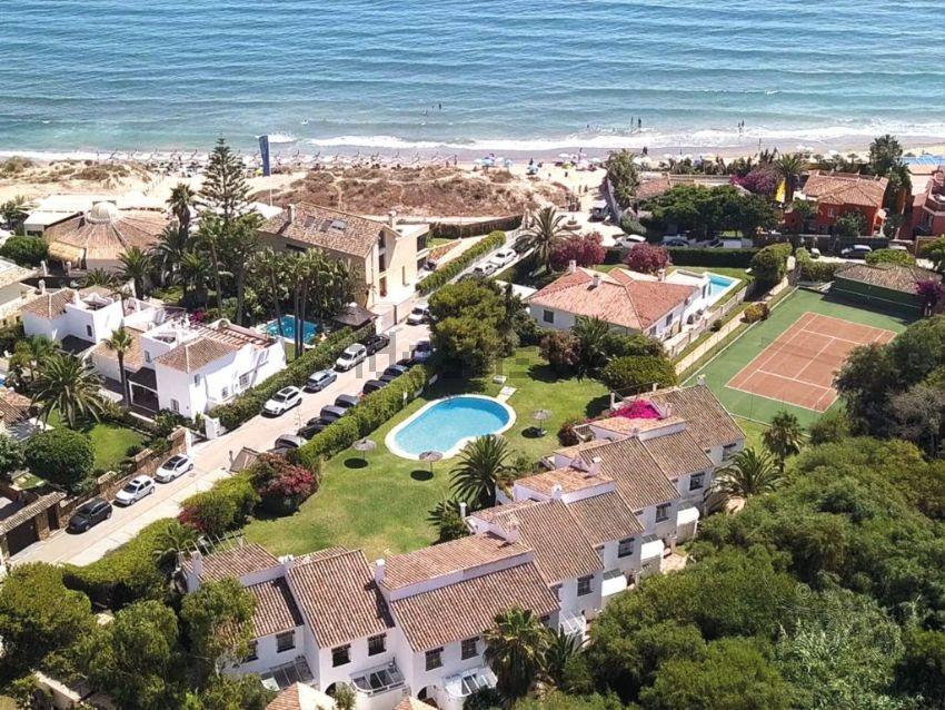Chalet adosado en avenida Playas Andaluzas, 904, Las Chapas-Alicate Playa, Marbe