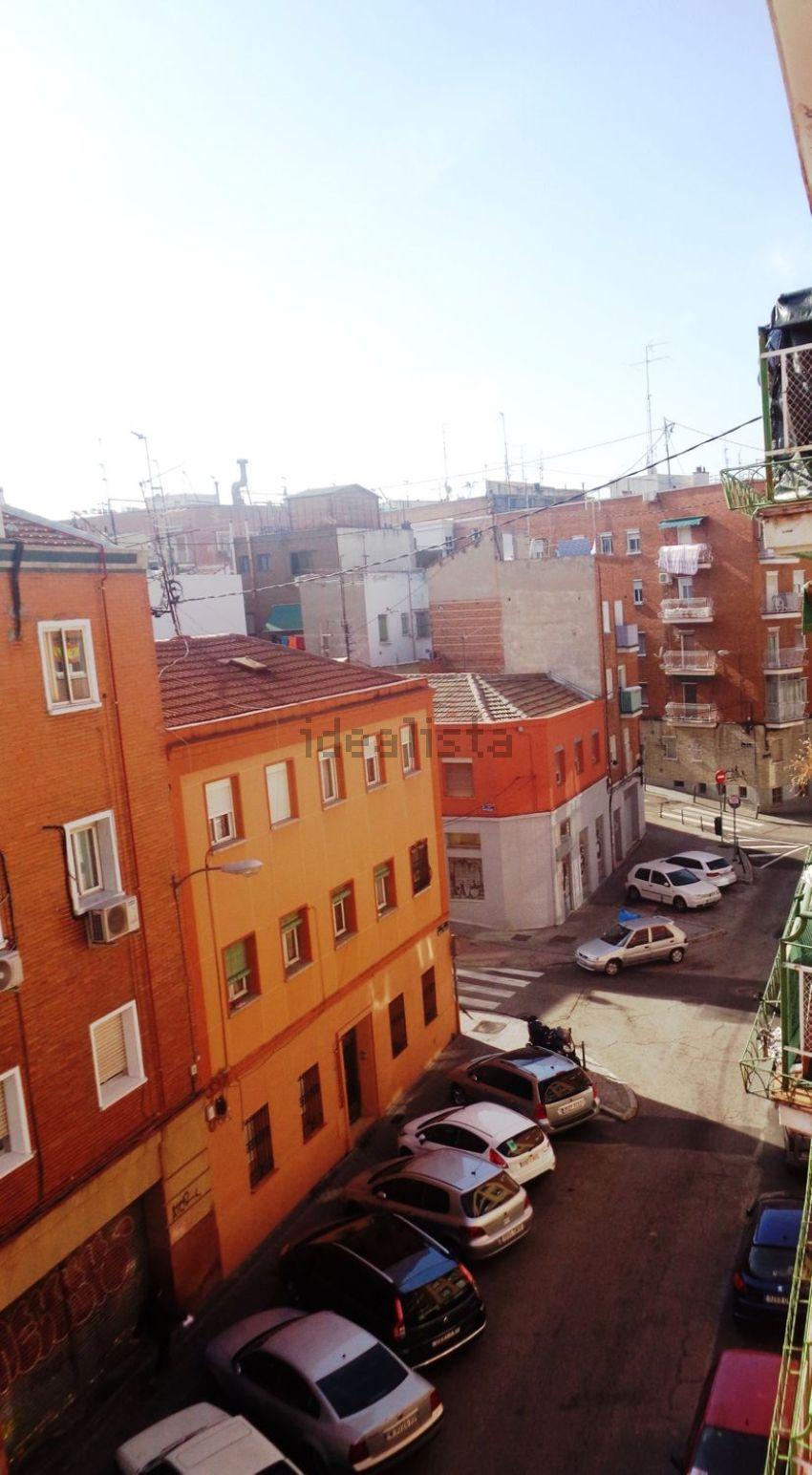 Piso en calle Enrique Fuentes, Moscardó, Madrid
