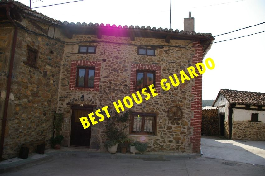 Casa de pueblo en calle Mayor, Mantinos