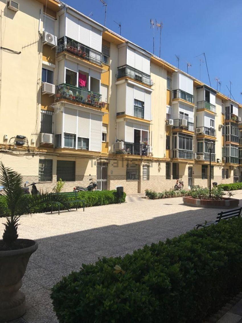 Piso en calle Flor de Lis, Pio Xii, Sevilla