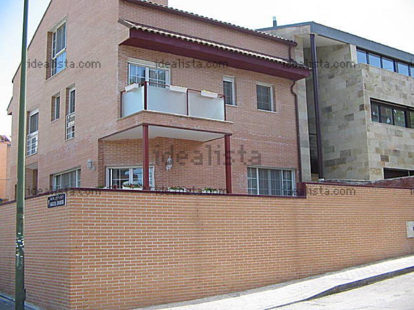 Chalet pareado en calle Angelita Camarero, 37, Peñagrande, Madrid