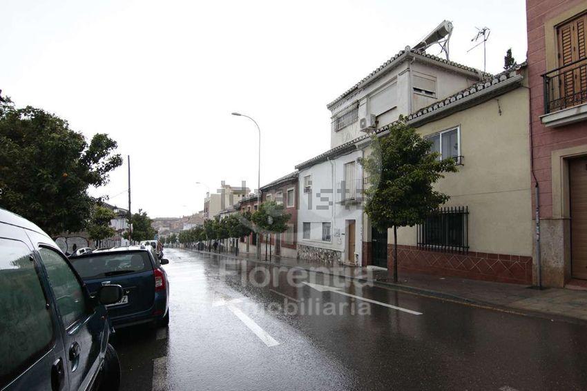 Chalet pareado en calle Cardenal Parrado, San Francisco Javier, Granada