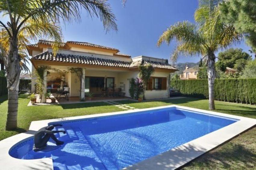 Casa o chalet independiente en ronda de Nabrisa Oeste, Rio Real, Marbella