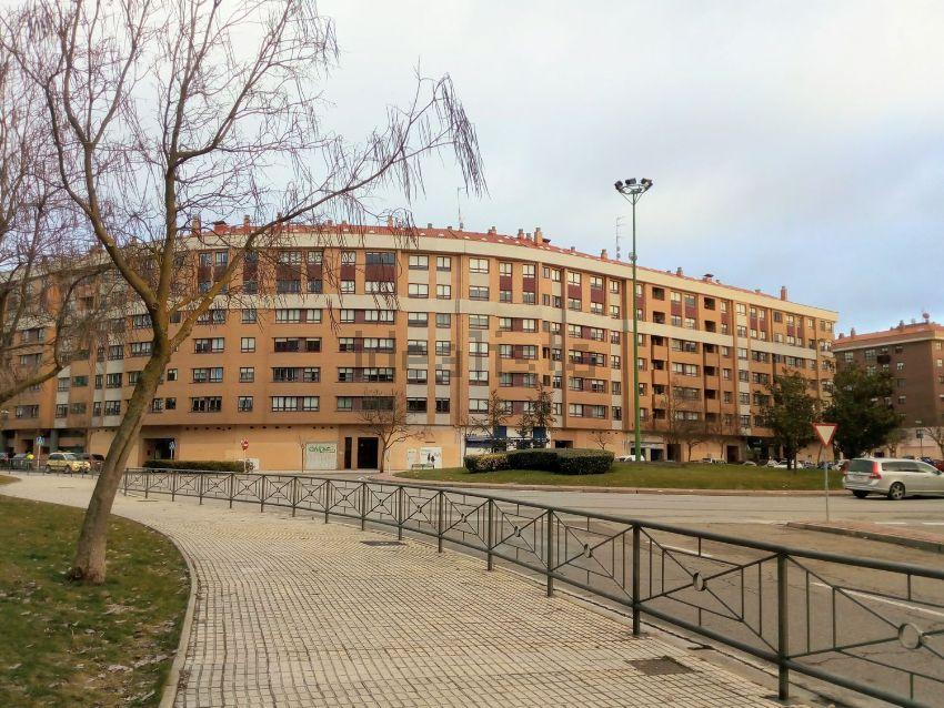 Piso en Luis Cernuda, Plantío - Alcampo, Burgos