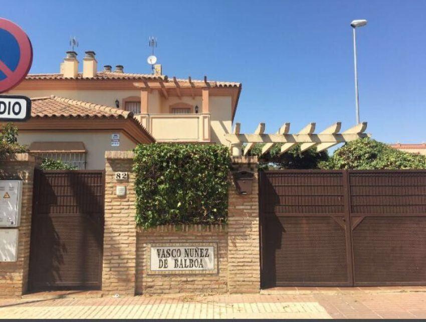 Chalet pareado en calle Vasco Núñez de Balboa, 82, Condequinto, Montequinto