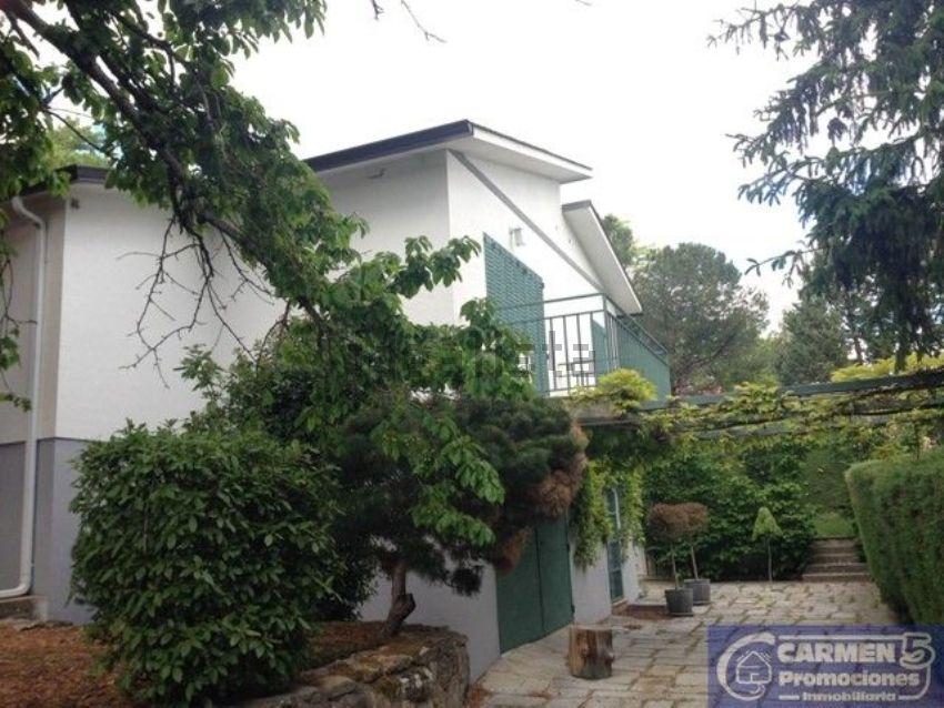Casa o chalet independiente en venta en calle Peña del Cuervo ...