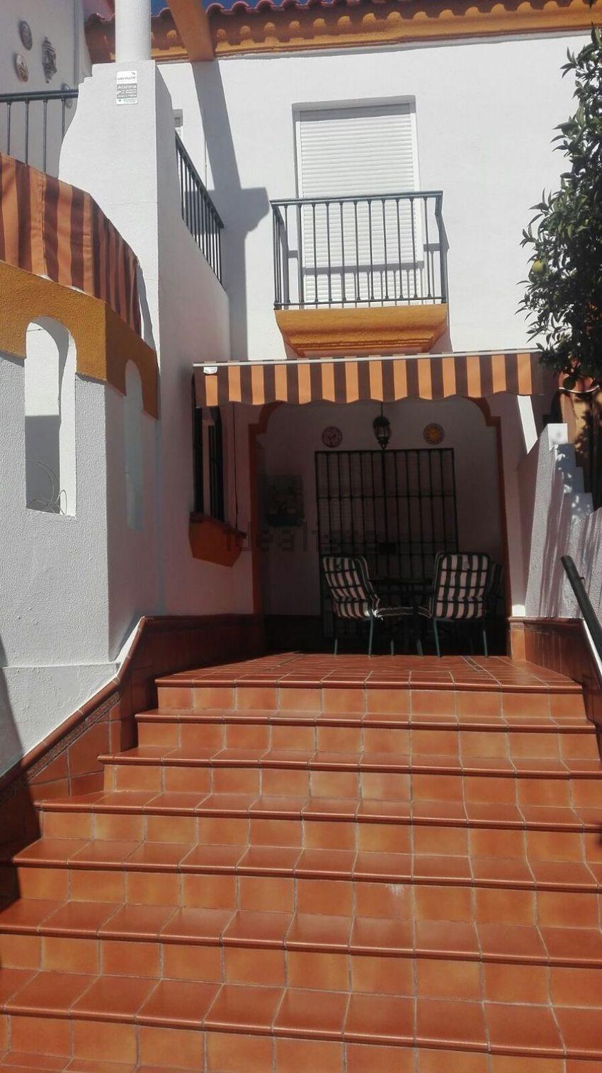 Chalet adosado en calle Clavel, Cavaleri, Mairena del Aljarafe