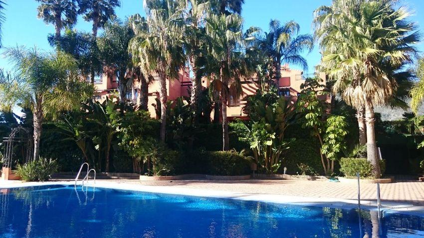 Chalet adosado en calle La Cerquilla, 10, Lomas de Marbella Club-Puente Romano,