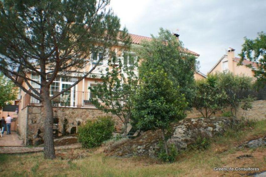 Chalet pareado en jardines, Chapineria