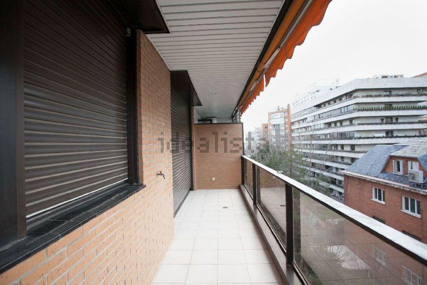Piso en calle Henri Dunant, Nueva España, Madrid