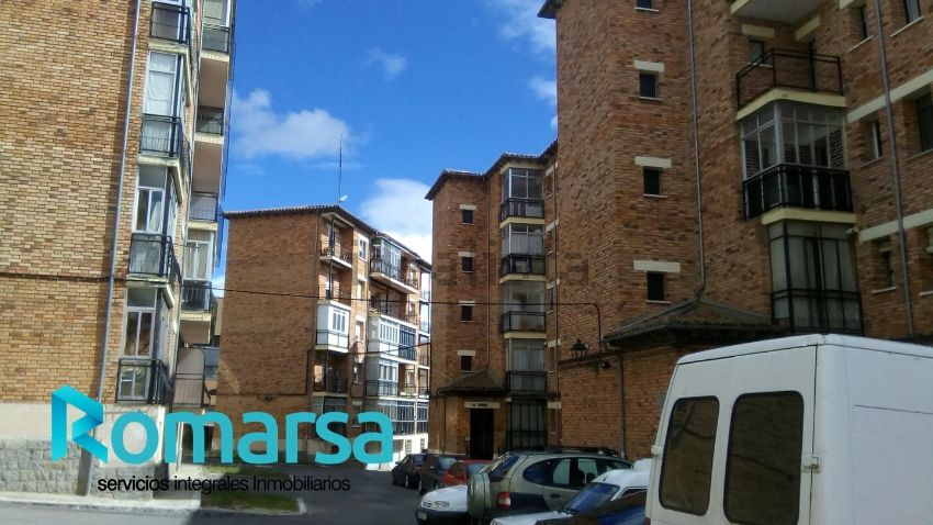 Piso en calle de los Hornos Caleros, Universidad, Ávila