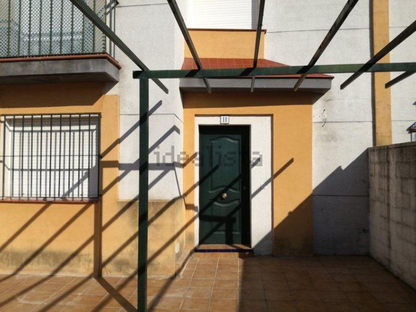 Chalet adosado en calle Gades, Olivares