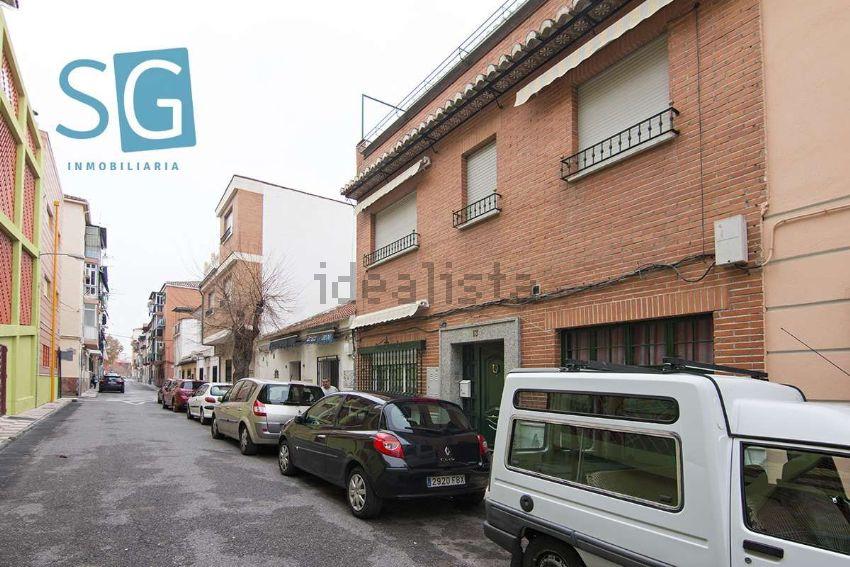 Chalet pareado en plaza Federico Mayo, Zaidín, Granada
