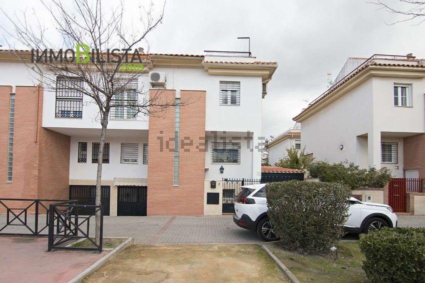 Chalet pareado en calle David Martínez, San Miguel, Armilla