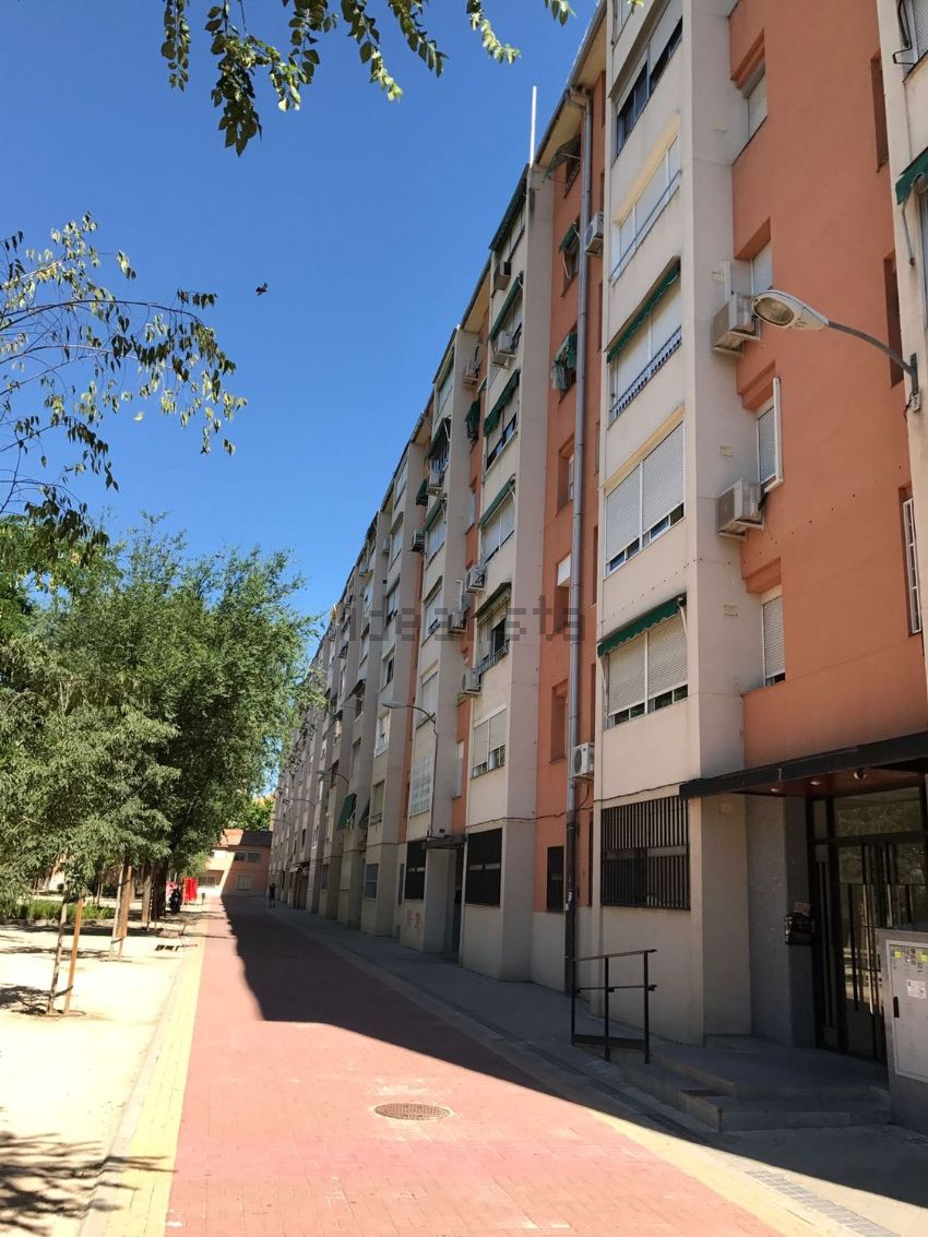 Piso en plaza de las Meninas, Abrantes, Madrid