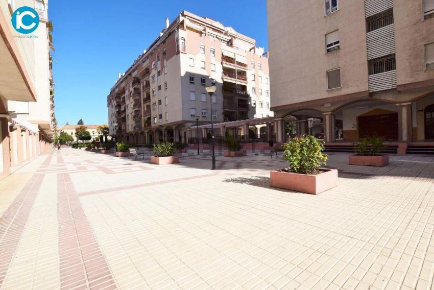 Piso en calle morena, La Chana, Granada