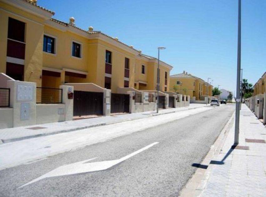 Chalet adosado en calle buganvilla, 27, Mairena del Alcor