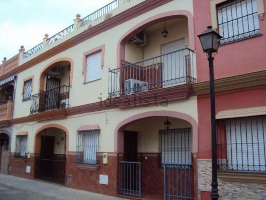 Chalet adosado en calle fernando martín, Guillena