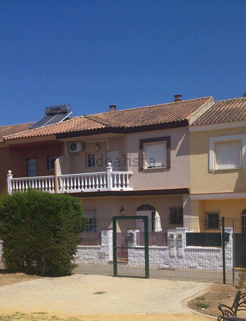 Chalet adosado en calle Lusitania, 29, Olivares