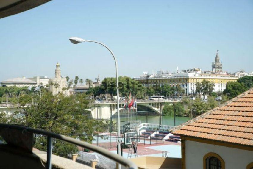 Piso en calle Juan Sebastián Elcano, Asunción - Carrero Blanco, Sevilla
