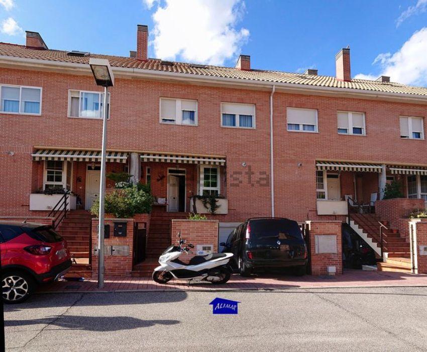 Chalet adosado en calle Julio Senador Gomez, Parquesol, Valladolid
