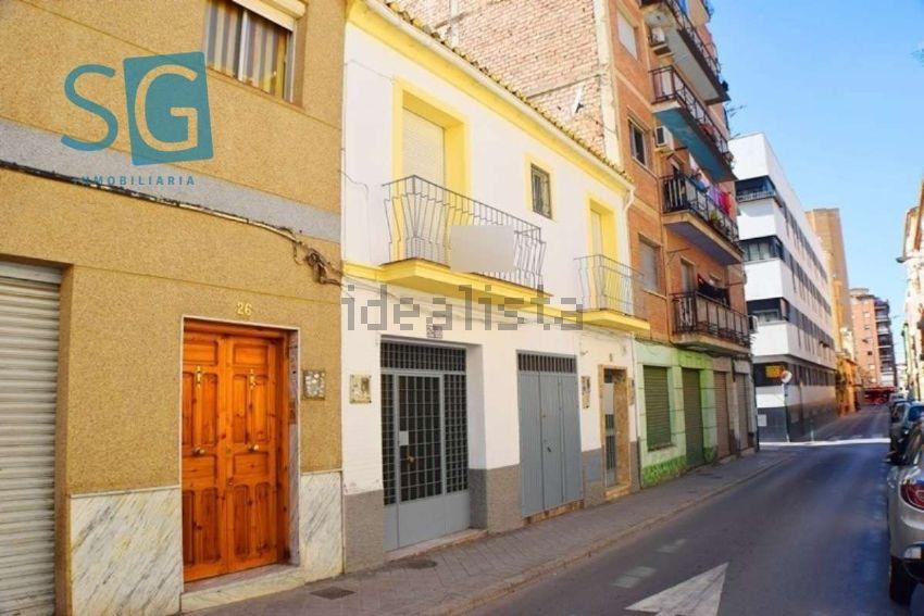 Chalet adosado en calle Ebro, Zaidín, Granada