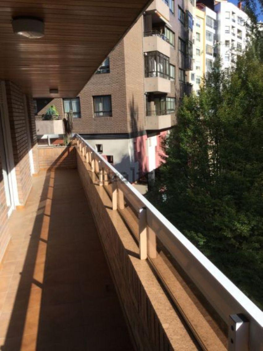 Piso en calle Arquitecto Pérez Bellas, Pz Independencia, Vigo