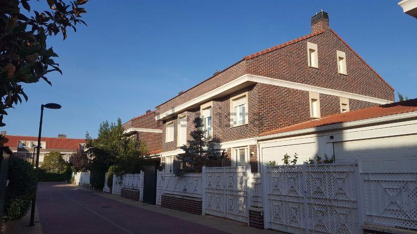 Chalet pareado en avenida Ilustración, 21, Montecanal-Valdespartera-Rosales del