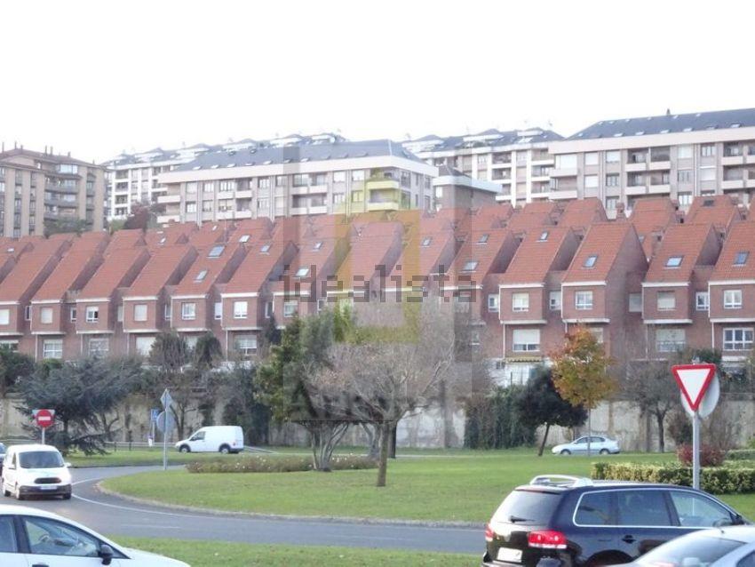 Chalet pareado en avenida Cantabria, Cudon