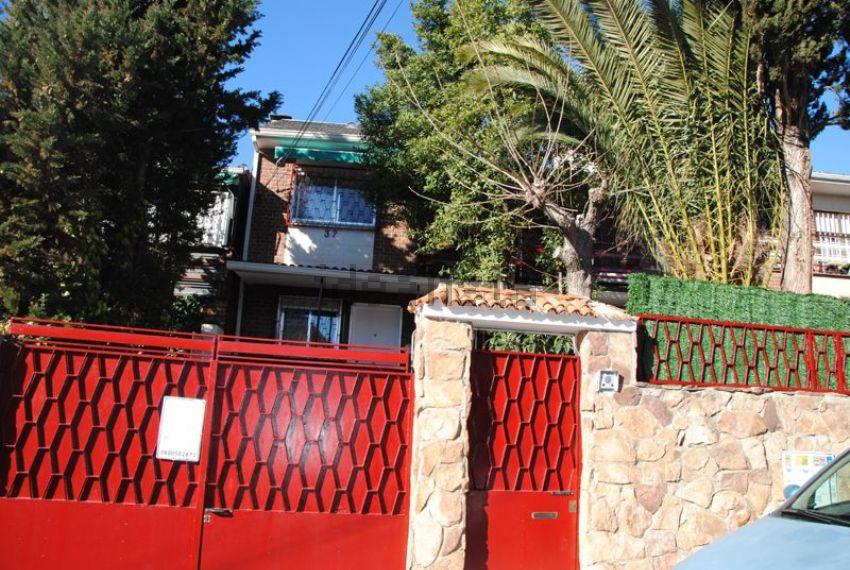 Chalet adosado en calle Islas Marquesas, Peñagrande, Madrid