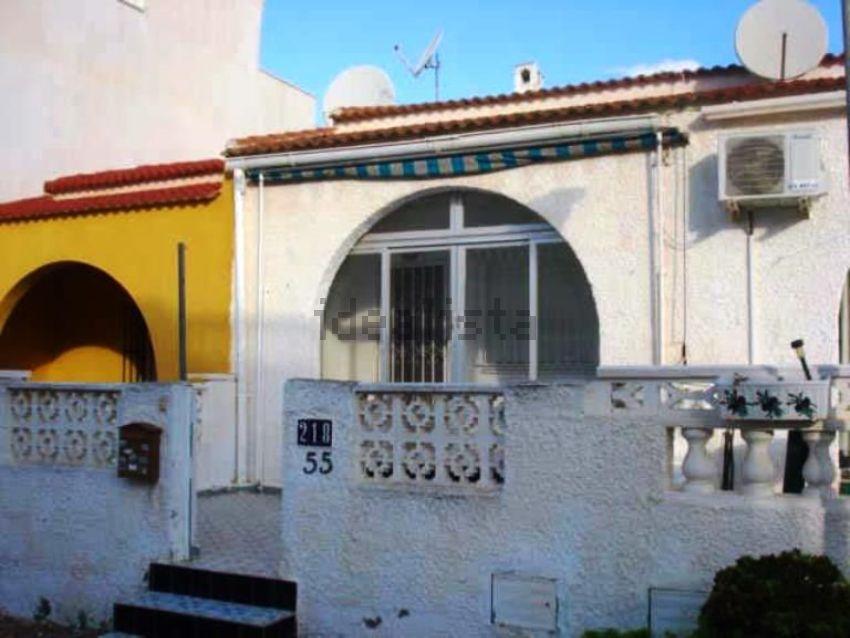 Chalet adosado en calle Liszt, La Siesta - El Salado - Torreta, Torrevieja