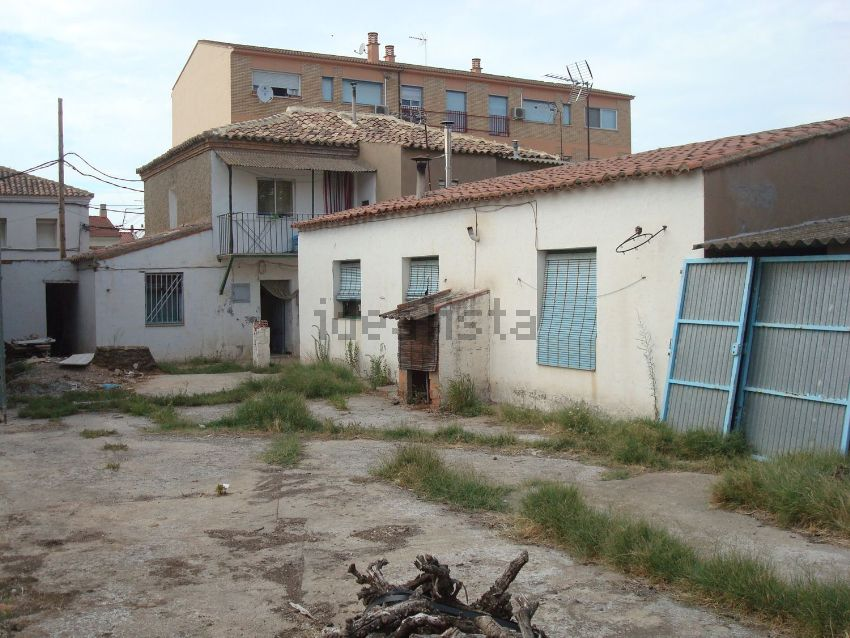 Chalet adosado en La Bomba, 11, Casetas - Garrapinillos - Monzalbarba, Zaragoza