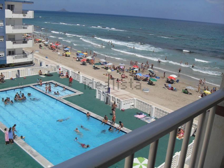 Los 30 apartamentos en la playa m s baratos idealista news for Pisos baratos en murcia
