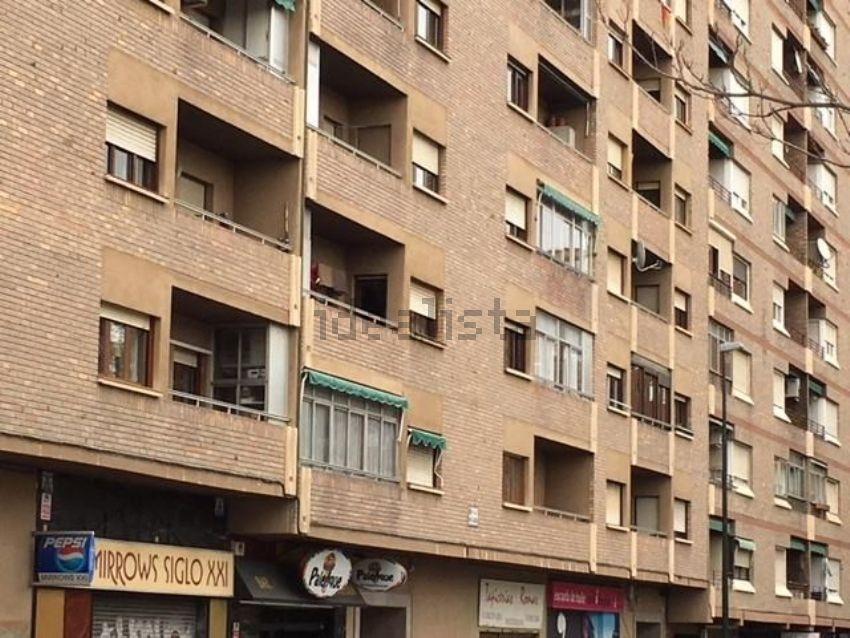 Piso en calle hermanos gambra, Parcelación Barcelona, Zaragoza