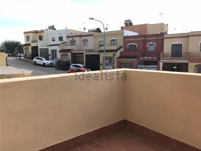 Chalet adosado en calle abul casis, La Puebla del Rio